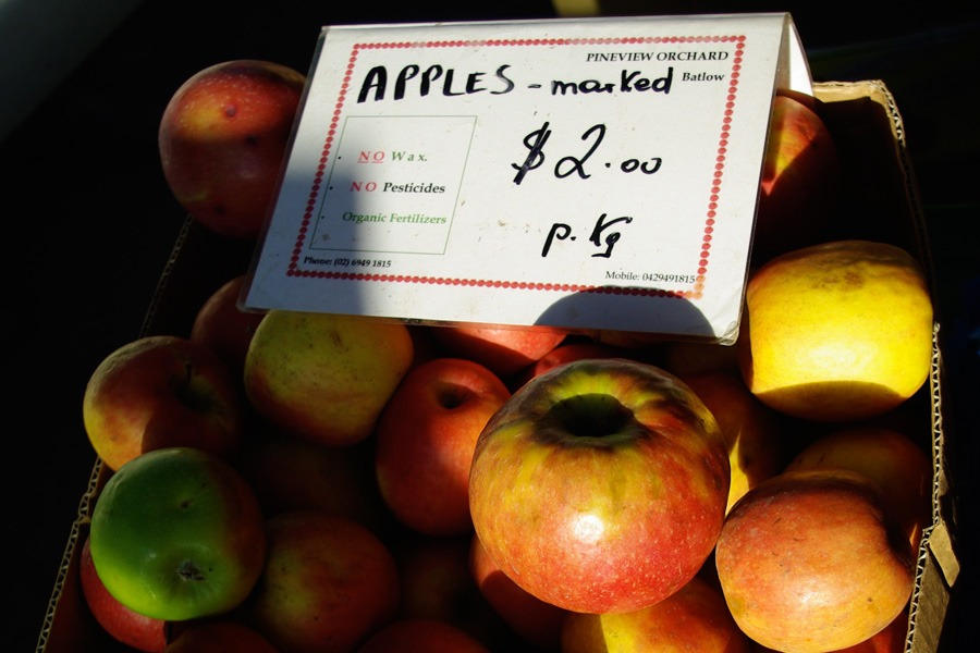 apples-marked-$2-kg