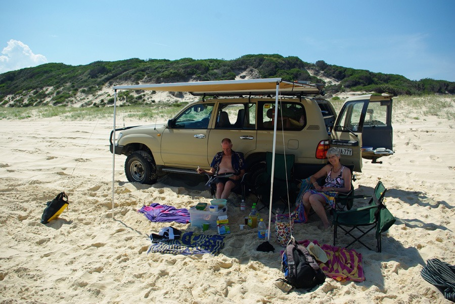 beach-tent-off-car