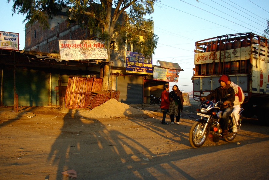 early-morning-motorbike-ride-bhopal-india